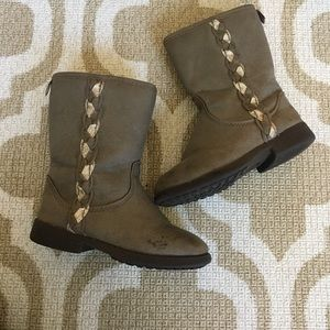 ✴️4/$15 Oshkosh girls boots size 8